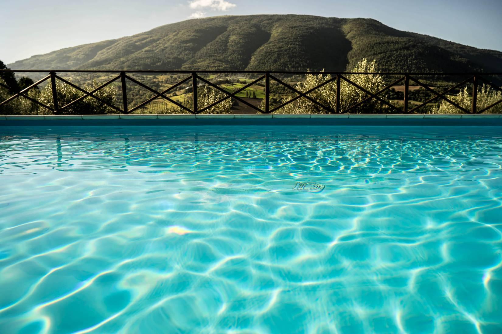 Piscina - Villamena Resort Assisi